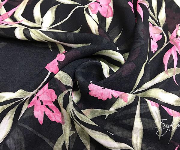 Черная Вискоза с Розовыми Цветами