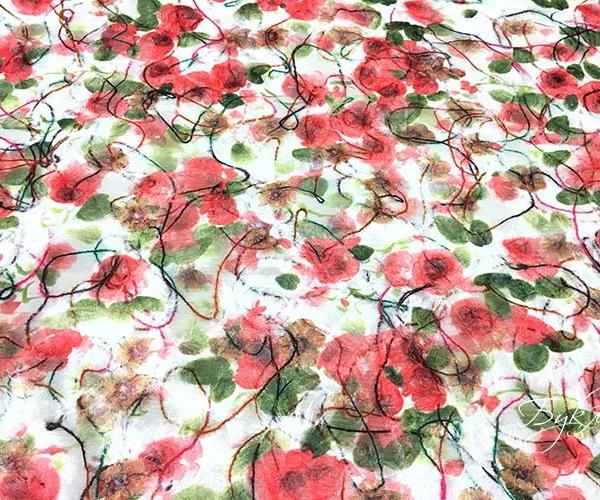 Белая с Розовым и Зеленым Ткань с Цветами