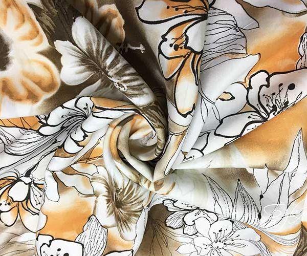 Бежевая Ткань с Белыми Цветами
