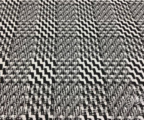 Черно-белая Шерсть с Геометрическим Узором
