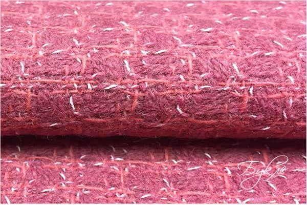 Розовая шерсть в мелкую клетку