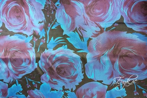 Атласная Ткань с Синими Розами