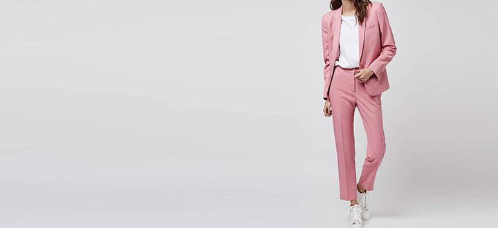 Повседневный розовый костюм