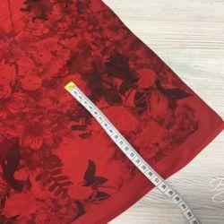 Шелк Атлас Красный с Розами