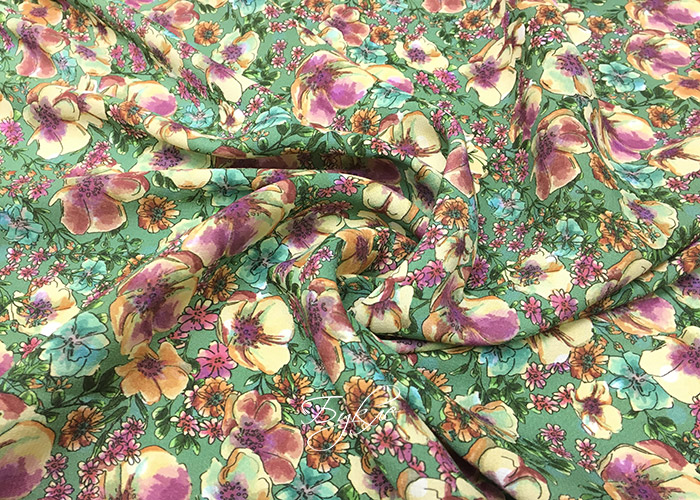 Креп Стрейч Вискоза Цветы на Зеленом фото